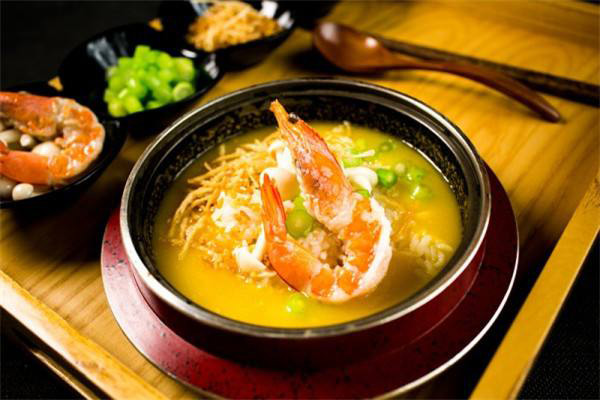 食趣石代石锅饭加盟投资?行业里很有影响力的品牌?这里的食物口感很好?是一个市场口碑相当好的品牌