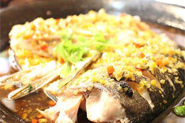 鱼头大大鱼头泡饭