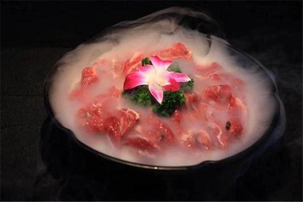 腩潮鲜火锅牛腩加盟