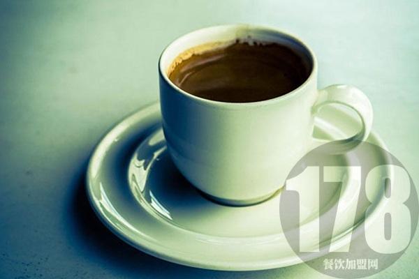地下铁奶茶店加盟费多少?合理投资开店无负担