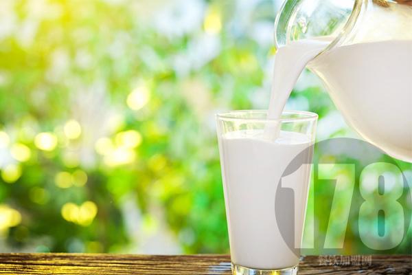 风行牛奶店加盟多少钱能开店?适合年轻人开的店