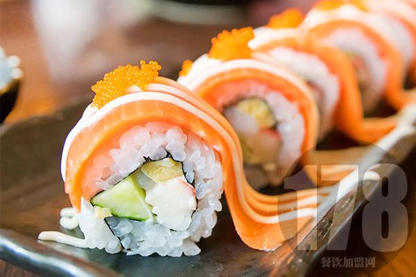 鲜目录熟料寿司加盟总部给你开启一道大门:快来看看
